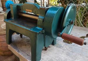 máquina de igualizar couro