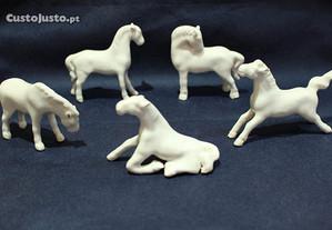 Conjunto de Cavalos Porcelana Branca Chinesa XIX