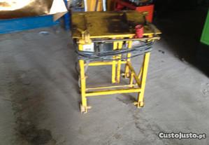 Máquina de serrar madeira
