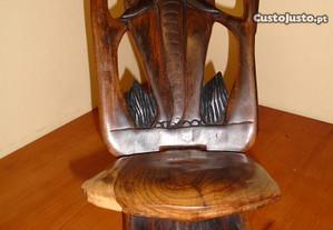 Cadeira Artesanal Elefante Tradição Africana
