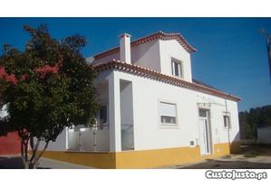 Casa rústica T2, 3 wc, 201m2, 190m2 de terreno.