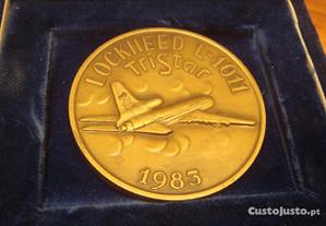 Medalha antiga bronze aviao lockhead tap