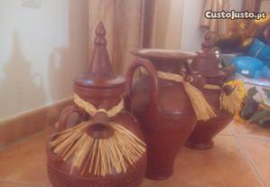 3 Potes decorativos em barro rafia sinos