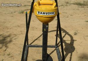 Alfaia/Broca nova da marca Danuser para o tractor