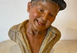 Busto de rapaz em terracota pintada