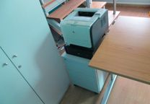 Equipamento escritório,secretárias,móveis.