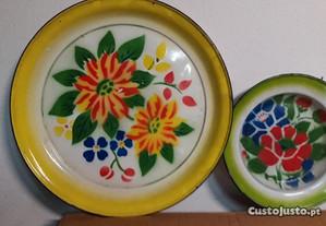 Pratos de esmalte grandes