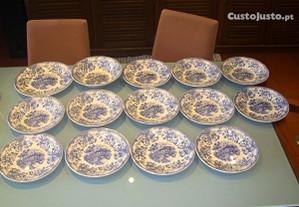 Serviço de jantar de colecção (20 peças)