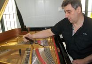 Afinador pianos . lisboa