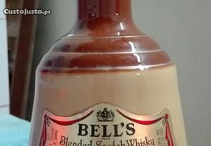 Whisky Bell's em garrafa sugestiva