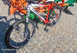 Bicicleta Cannonddale com Quadro em Carbono e Roda