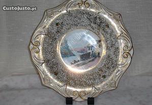 Prato antigo em porcelana