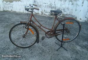 Bicicleta ye-ey senhora antiga
