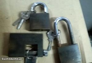 aluquetes três unid. latão, marca, guard. c/ chave