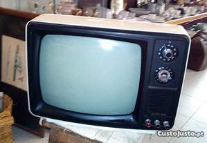 Televisão vintage a funcionar