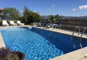 Casa turismo rural-geres com piscina