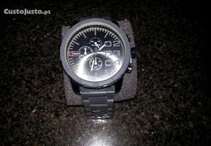 Relógio NOVO, em Caixa, Moderno, Elegante e Barato