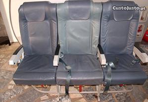 Cadeira tripla económica avião A319 - TAP