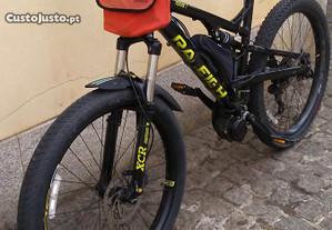 E-bike de 750w com suspensão total e rodas e pneus largos