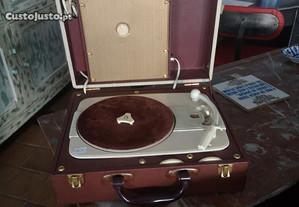 Gira-discos antigo de mala