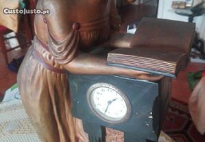 Mulher com relógio - Arte Nova