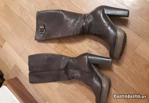 Botas de cano alto em pele - castanho - T.36