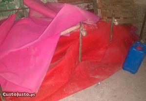 Alcatifa em rosa e vermelho