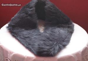 Gola pele artificial de cor preta