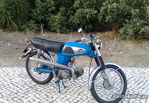 Motorizada Japonesa Antiga em qualquer estado