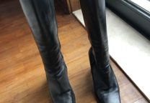 Botas pretas de cano alto com tacão, tamanho 36