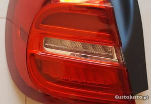 Mercedes GLA Farol esquerdo