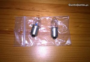 Duas pequenas lampadas de 2,4 V