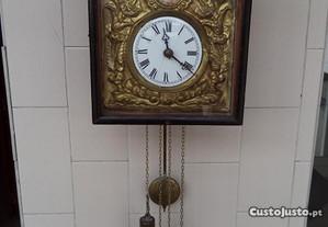 Relógio com Pêndulos (com imagem)