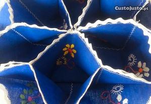 porta pão com divisórias, bordado artesanal