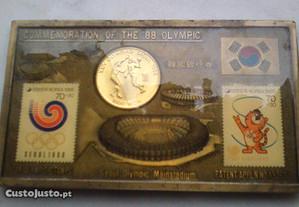 Quadro com moedas e selos