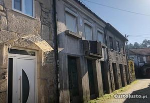 Moradia T3 em Banda - Arcozelos - Moimenta da Beir