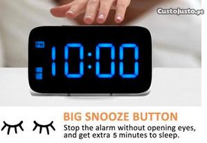 Relógio despertador de mesa de noite