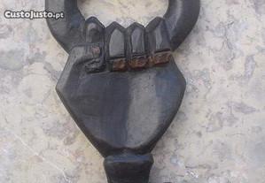 Bengala africana em madeira