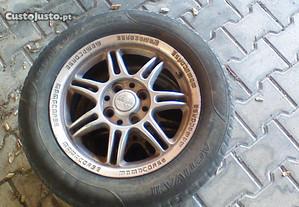 Jantes e pneus usados