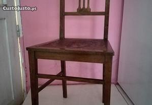 Cadeira muito antiga