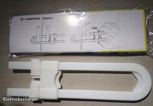 SBE008 - Fecho segurança armário prevenção criança