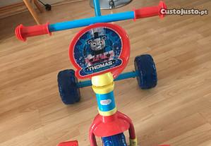 Triciclo de crianças