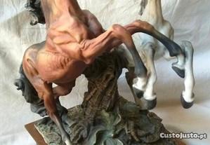 Escultura Cavalos Capodimonte