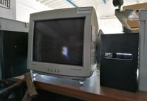 Monitores usados a funcionar