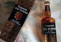 Whisky 100 Pipers.