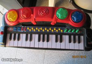 Teclado musical para crianças