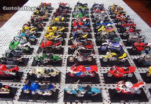 Coleção de 60 motos escala 1:18 -