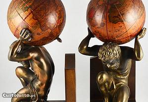 Cerra Livros - Homem, em bronze