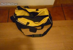 saco amarelo e preto